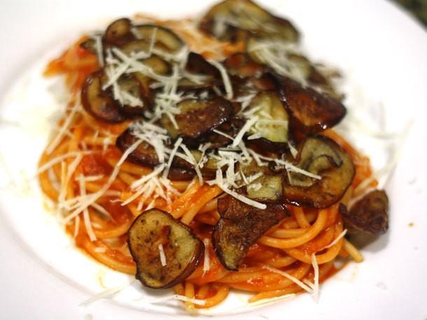 Spaghetti With Tomato Sauce and Pan-Fried Eggplant Recipe