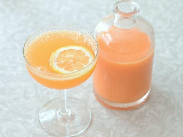 Peach and Aperol Bellini Recipe