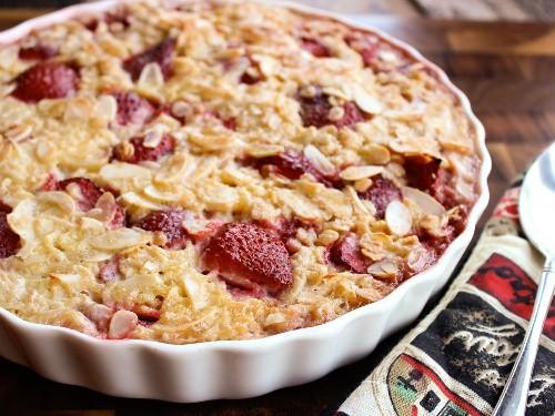 Strawberry-Almond Baked Oatmeal Recipe