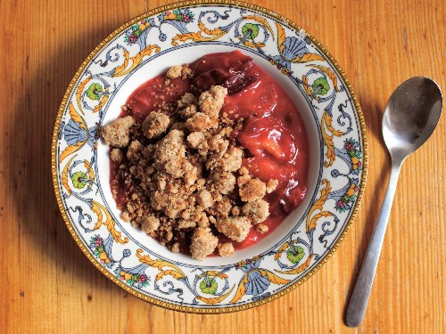 Use This Stovetop Method for an Easy, No-Bake Fruit Crisp