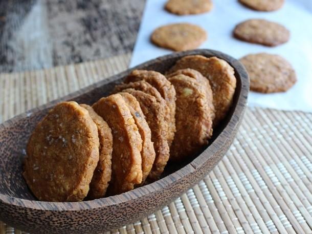 Cheesy Smoked-Paprika Crackers Recipe