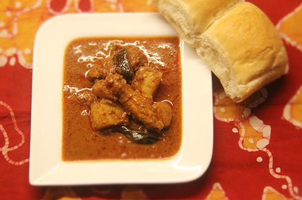 Kerala-Style Chicken (Nadan Khozi Curry) Recipe