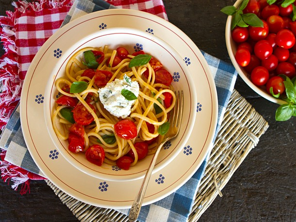 Italian Easy: Pasta With Cherry Tomatoes and Herbed Ricotta