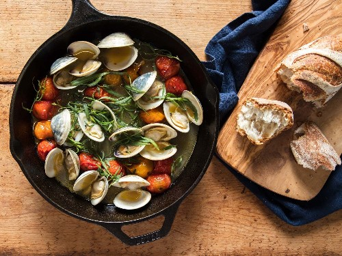 The Broiling Days of Summer: Buttery Clams With Burst Tomatoes