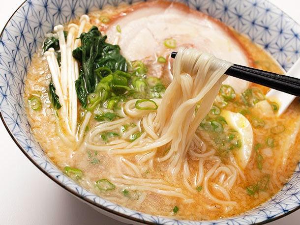 Rich and Creamy Tonkotsu Ramen Broth Recipe