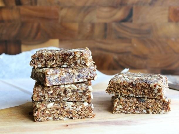No-Bake Oatmeal Raisin Bars Recipe