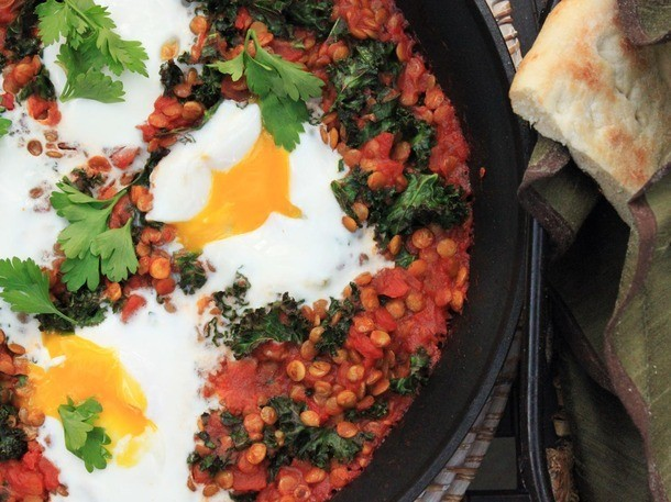 One-Pot Wonders: Spicy Tomato Sauce With Lentils and Baked Eggs