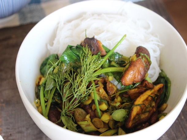 Lunch Box: Make-Ahead Turmeric Mushroom Stir-Fry with Herbs and Vermicelli