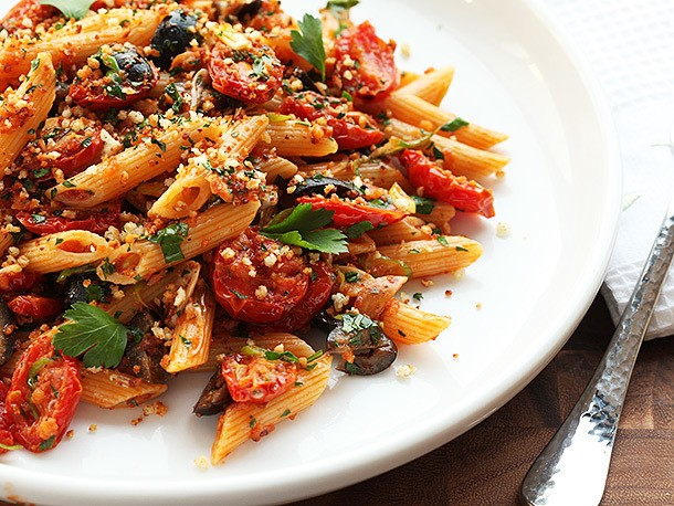 The Vegan Experience: Triple Garlic Pasta With Oven-Dried Tomatoes, Olives, and Bread Crumbs