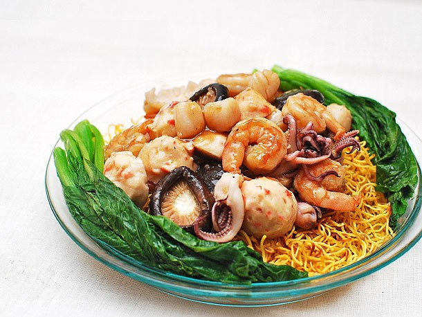 Crispy Pan-Fried Noodle Cakes With Seafood Recipe