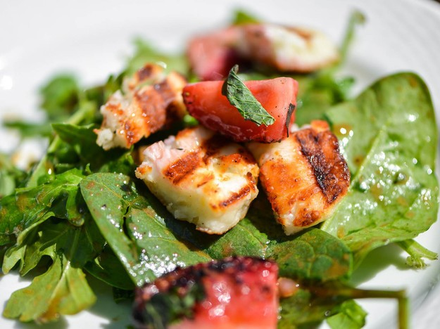 Unique Grilling: Grilled Strawberry and Halloumi Salad with Balsamic Vinaigrette