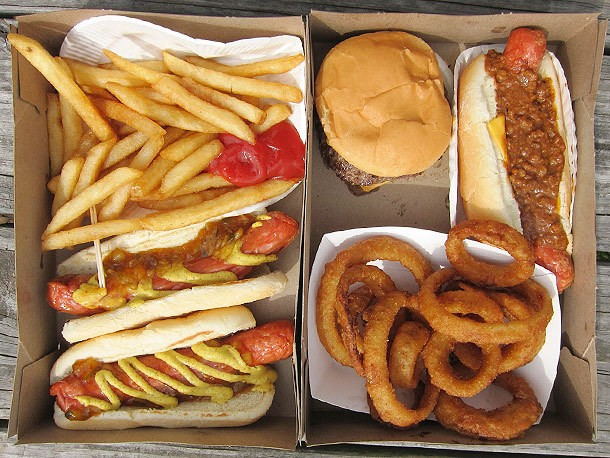New Jersey: Classic Fried Dogs, Burgers, and Yoo-Hoo at Hiram's Roadstand in Fort Lee
