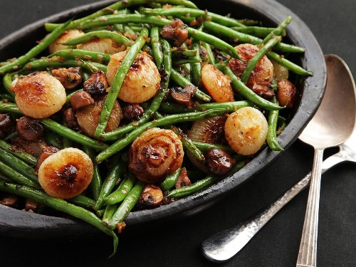 The Food Lab: Sautéed Green Beans With Mushrooms and Caramelized Cipollini Onions