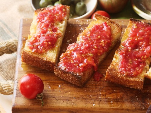 How to Make Pan Con Tomate, the Easiest Spanish Tapa Around