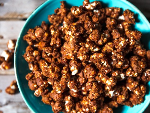 How to Make Crispy Chocolate Popcorn