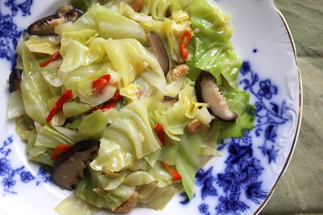 Taiwan Eats: Braised Cabbage With Dried Shrimp, Chilies, and Shiitake Mushrooms