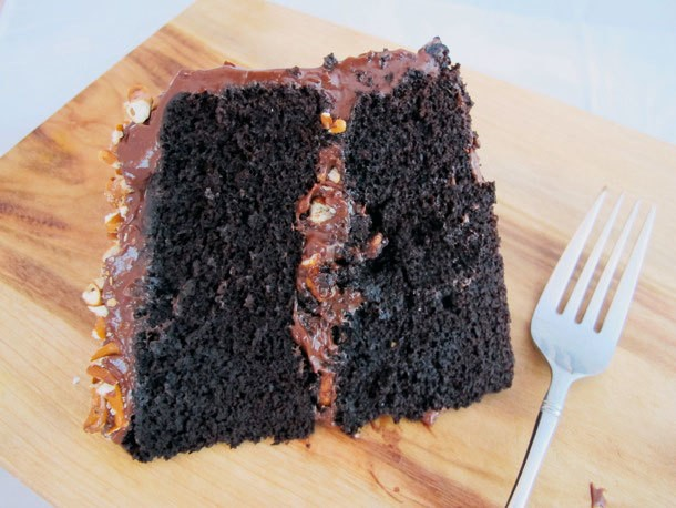 Fudgy Chocolate Pretzel Cake Recipe