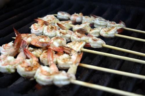 Dinner Tonight: Grilled Lime Garlic Shrimp Recipe