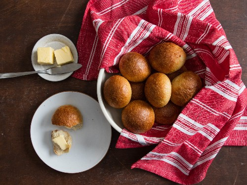 Crisp and Fluffy Dinner Rolls by Way of Japan...and Bagels