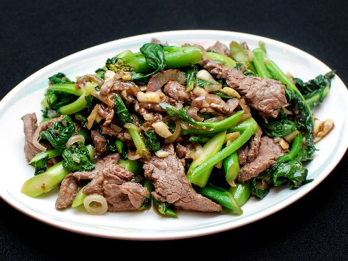 How to Make Stir-Fried Beef With Chinese Broccoli