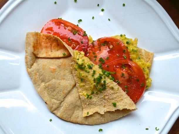 Sunday Brunch: Scrambled Egg and Tomato Pita