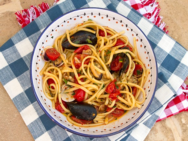 Italian Easy: Spaghetti with Clams, Mussels, and Tomatoes