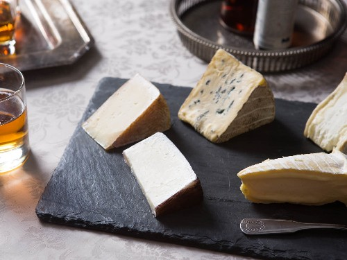 How to Pair Cheese With Sparkling Wine