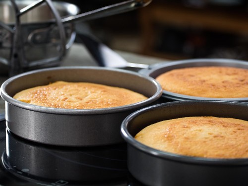 How to Choose the Best Cake Pans