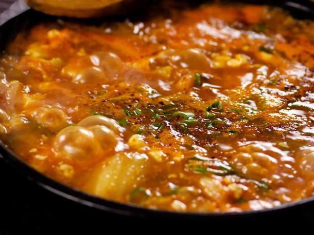 Video: How To Make Soondubu Jjigae (Korean Soft Tofu Stew)