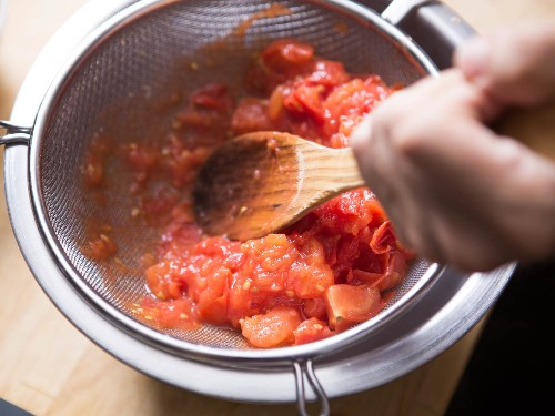 The 2 Best Ways to Make Simple Fresh Tomato Sauce (Tomato Coulis)