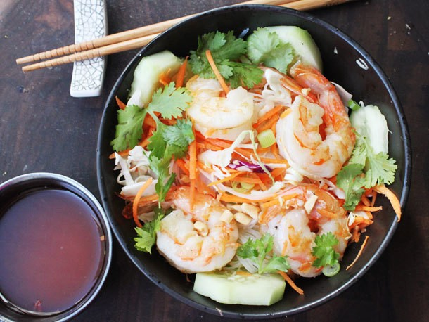 Skillet Rice Noodle Bowl with Shrimp and Vegetables Recipe