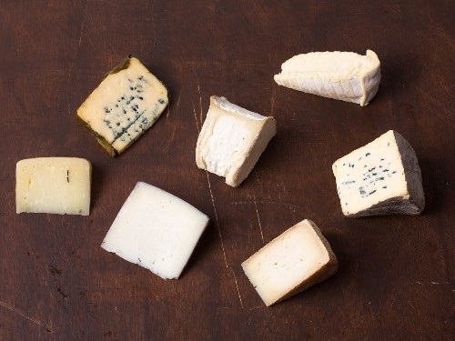 How to Make the Ultimate Thanksgiving Cheese Plate