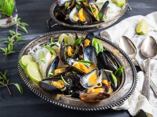 Mussels With Thai Red Curry Broth and Rice Noodles Recipe