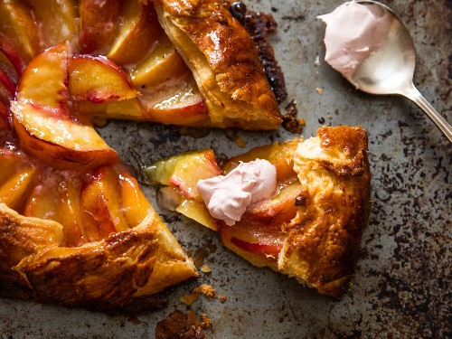 Flaky, Crisp, and Fast: How to Make a Peach Galette (Freeform Pie)