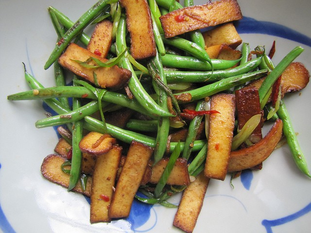 Taiwan Eats: Stir-Fried Green Beans and Five-Spice Dry Tofu