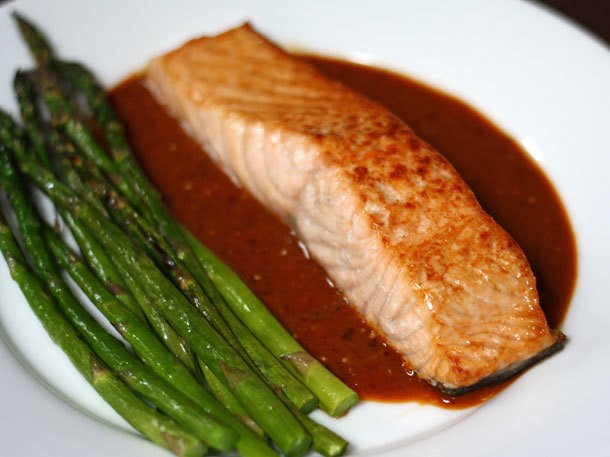 Broiled Salmon and Asparagus with Guajillo-Tomatillo Sauce Recipe