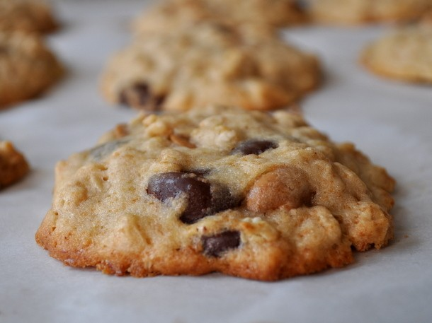 Banana Oatmeal Cookies with Peanut Butter and Chocolate Chips Recipe