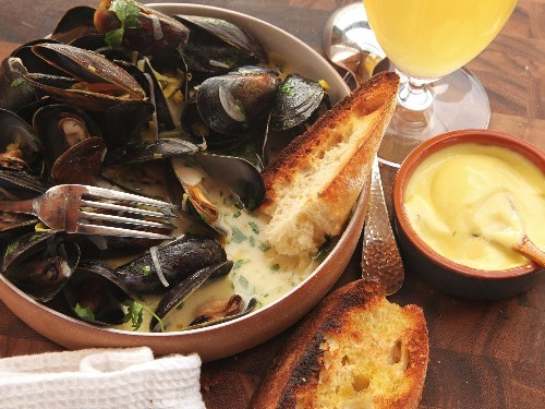 The Best Moules Marinières (Sailor-Style Mussels) Recipe