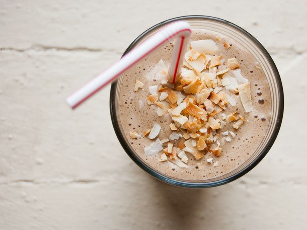 Survive Summer Mornings With This Coffee, Banana, and Hazelnut Shake