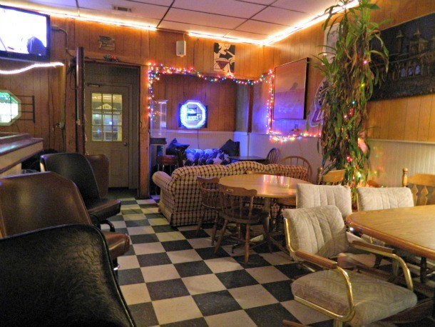 8 Great Dive Bars In Chicago