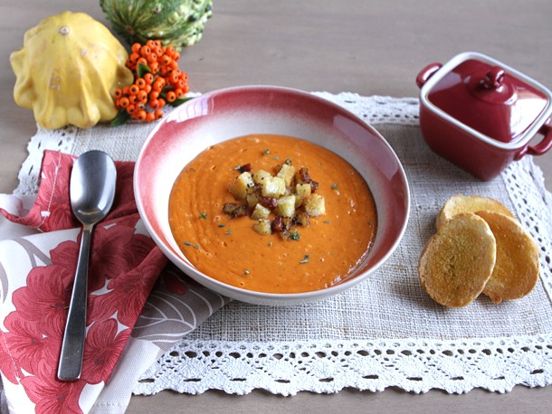 Italian Easy: Creamy Roasted Red Pepper and Cauliflower Soup
