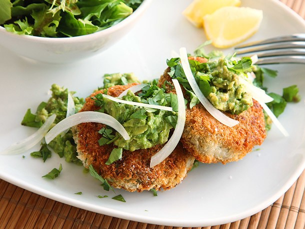 Vegan: Chickpea Cakes with Mashed Avocado