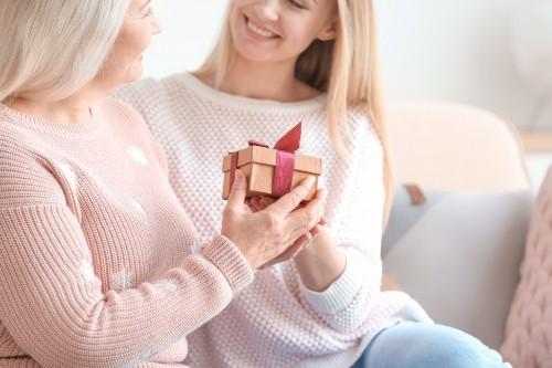 Show How Much You Care! 3 Great Birthday Gift Ideas for Moms