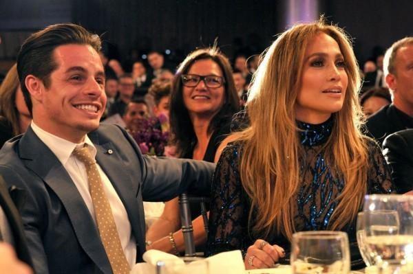 Jennifer Lopez splits from boyfriend