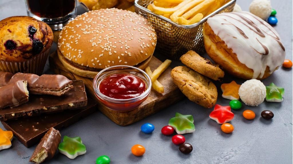 Kampf gegen Übergewicht: Grüne fordern weitgehendes TV-Werbeverbot für Junk-Food