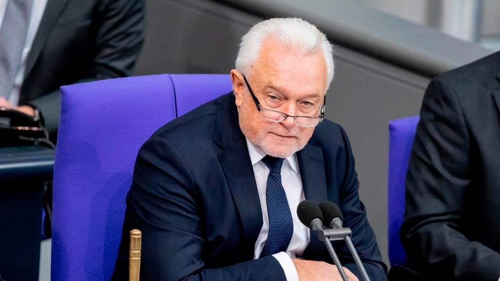 Abgeordnete fordern: Parlamente bei Corona-Beschlüssen einbeziehen - Kubicki: Schaden für Demokratie
