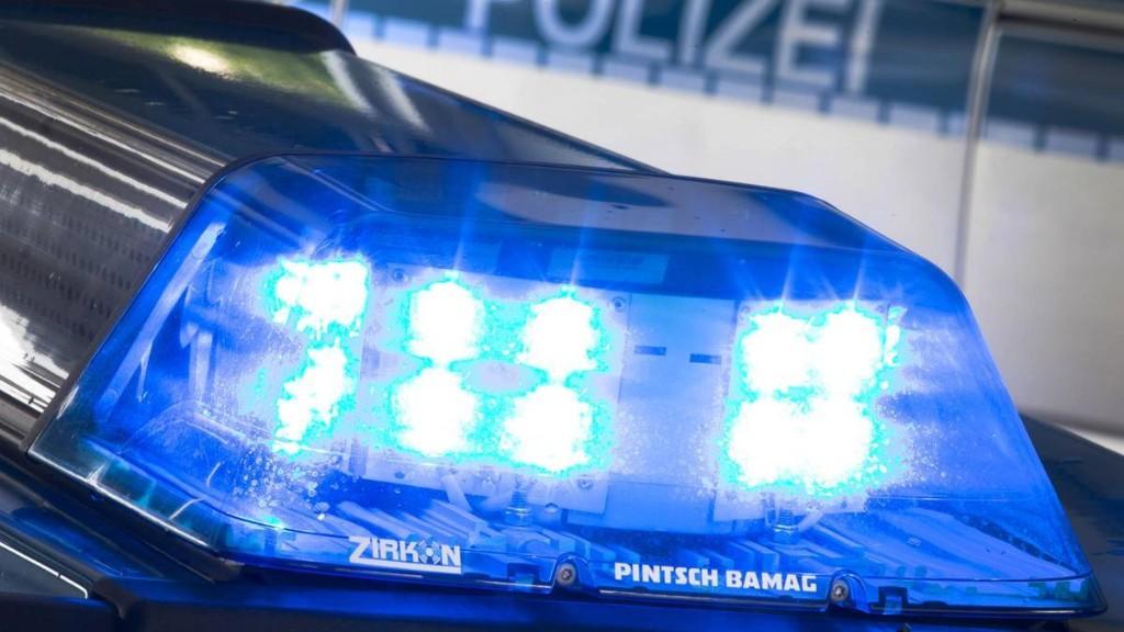 Polizisten finden bei Einsatz toten Mann in einer Scheune