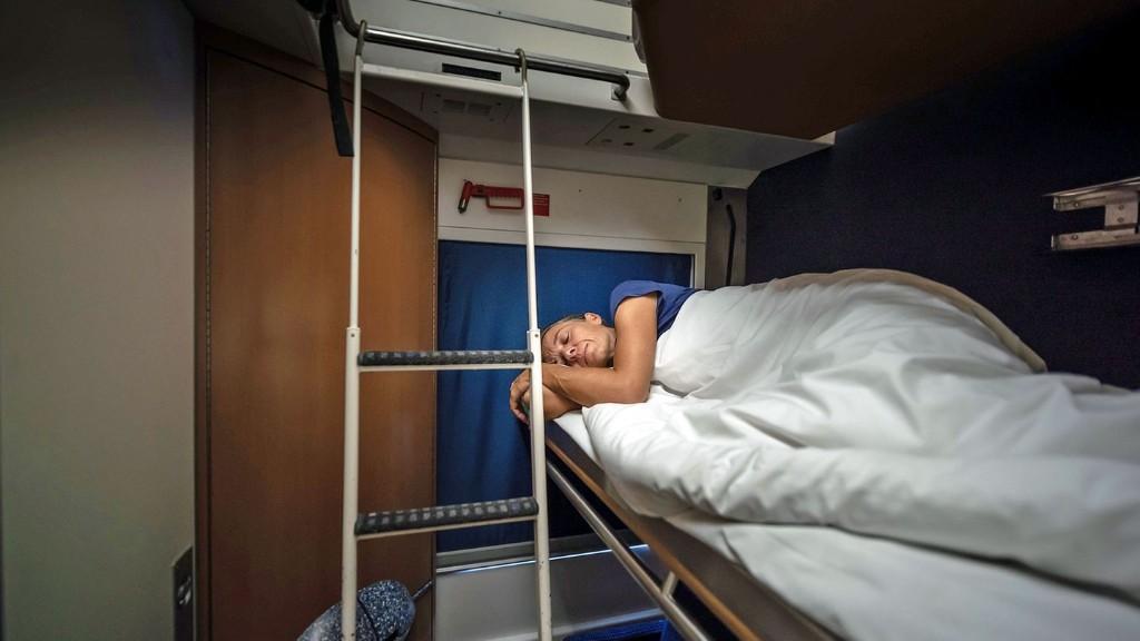 Schlafwagen statt Flieger: Über Nacht mit dem Zug nachhaltiger reisen