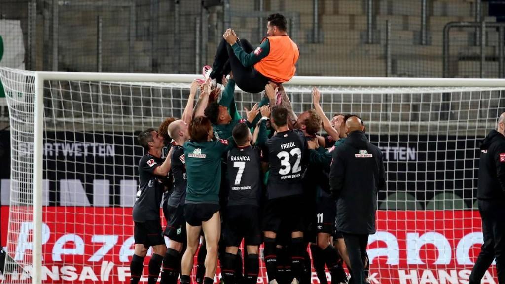 Bundesliga-Relegation: Werder Bremen bleibt erstklassig