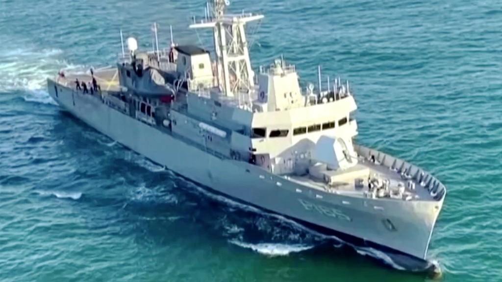 Verfolgung auf hoher See: Marine jagt Schmuggler – dann schwimmen die Drogen plötzlich im Wasser
